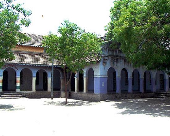 Ahmedabad 2N |  LRK 1N |  RAJKOT 1N |  GIR 2N