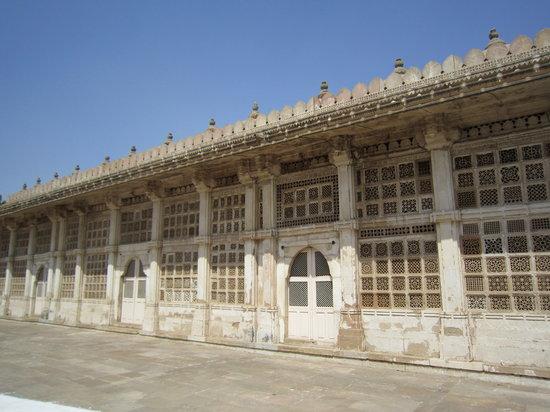 Ahmedabad 2N | Baroda1N