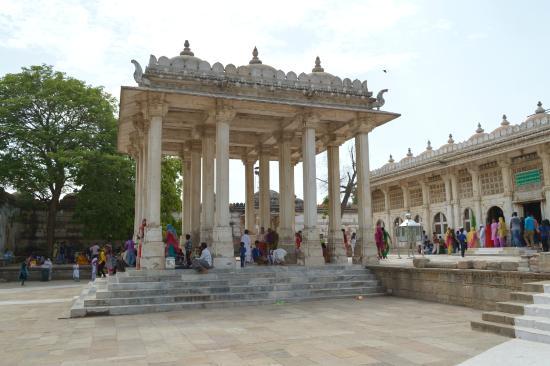 Ahmedabad 2N   Baroda 2N